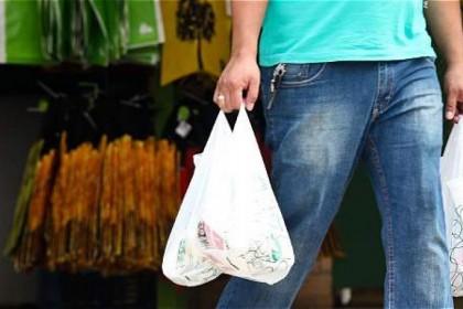 Chile, primer país latinoamericano que prohíbe las bolsas de plástico